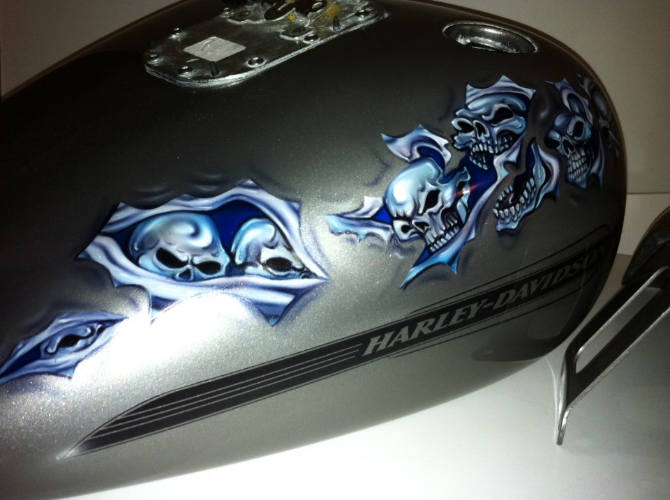 airbrush art-harley-davidson-skulls-and-rips3