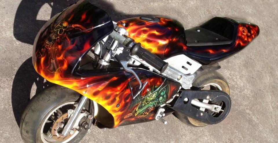 custom airbrush,Airbrushing,airbrush art,airbrush skulls,Rocket Motorbike, creative, design, graghics, flames,airbrush motorbikes3