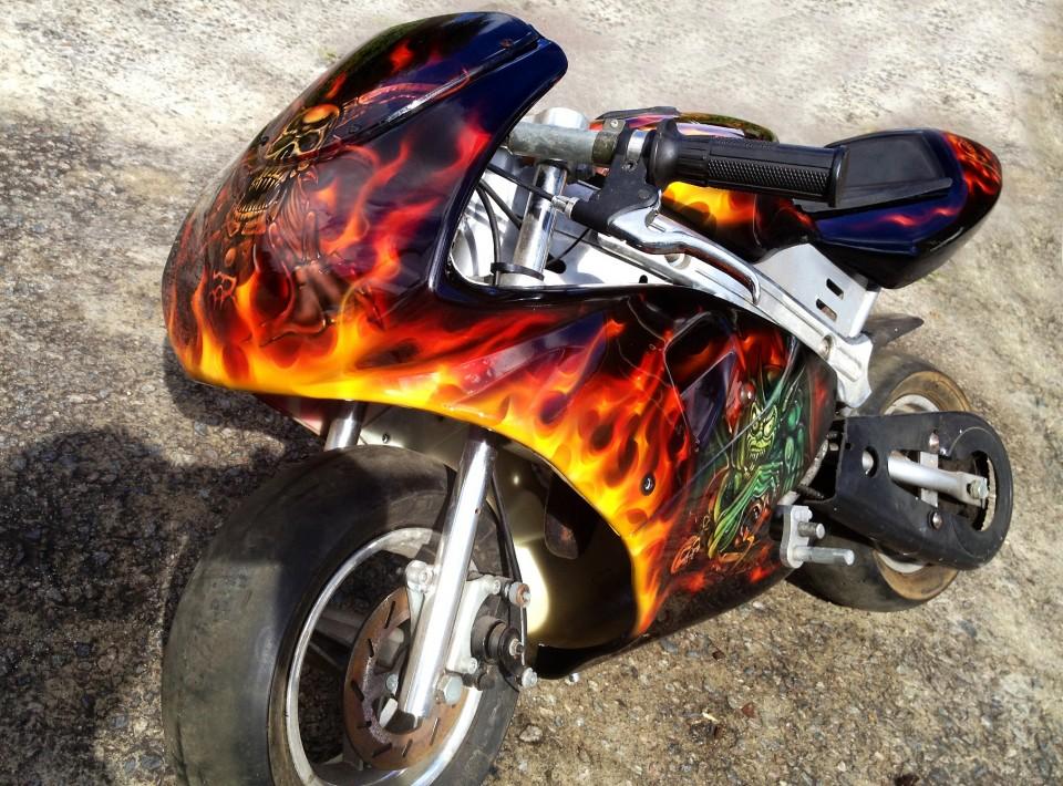 custom airbrush,Airbrushing,airbrush art,airbrush skulls,Rocket Motorbike, creative, design, graghics, flames,airbrush motorbikes4